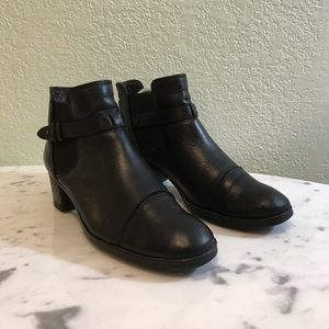 PAUL GREEN heeled ankle booties